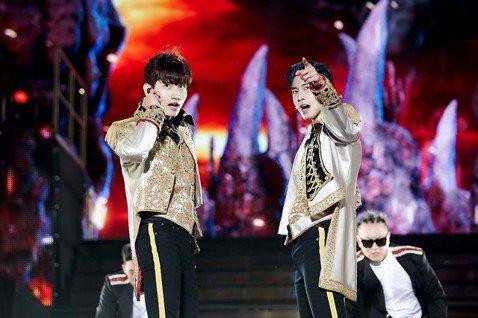 東方神起日前在首爾蠶室運動場輔助競技場舉行「TVXQ! CONCERT -CIRCLE- #welcome」演唱會,兩天共吸全亞洲粉絲2.2萬人到場。這是東方神起睽違2年11個月後在韓國舉辦演唱會,...