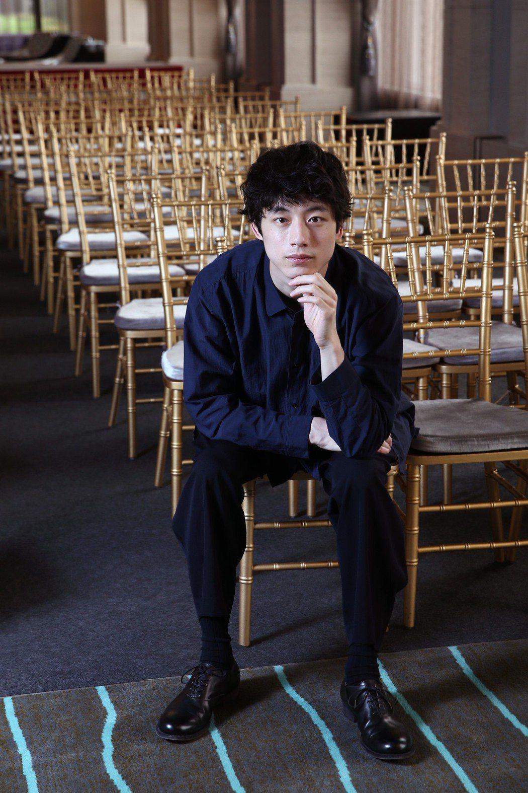 「今夜,在浪漫劇場與妳相遇」電影男主角坂口健太郎接受聯訪,片中最讓他害羞的一幕,...