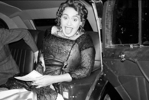 愛黛兒甫過30歲生日,她找來許多朋友一同以賣座電影「鐵達尼號」為主題,共同開派對,愛黛兒自己也扮成「鐵達尼號」的蘿絲,並寫下「謝謝在過去11年內,伴我走過這段音樂旅程的每個人,我的家人與朋友知道我對...