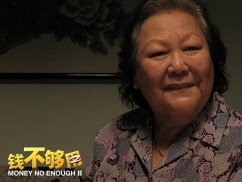 被譽為馬來西亞國寶的女星黎明姨病逝,享年90歲,她先前曾因為腎衰竭而入院治療,原本有不少影迷希望她早日康復出院,最後仍不敵病魔。黎明姨原名是黎桂潤,在電影極有成就,曾以「錢不夠用2」的失智老人一角獲...