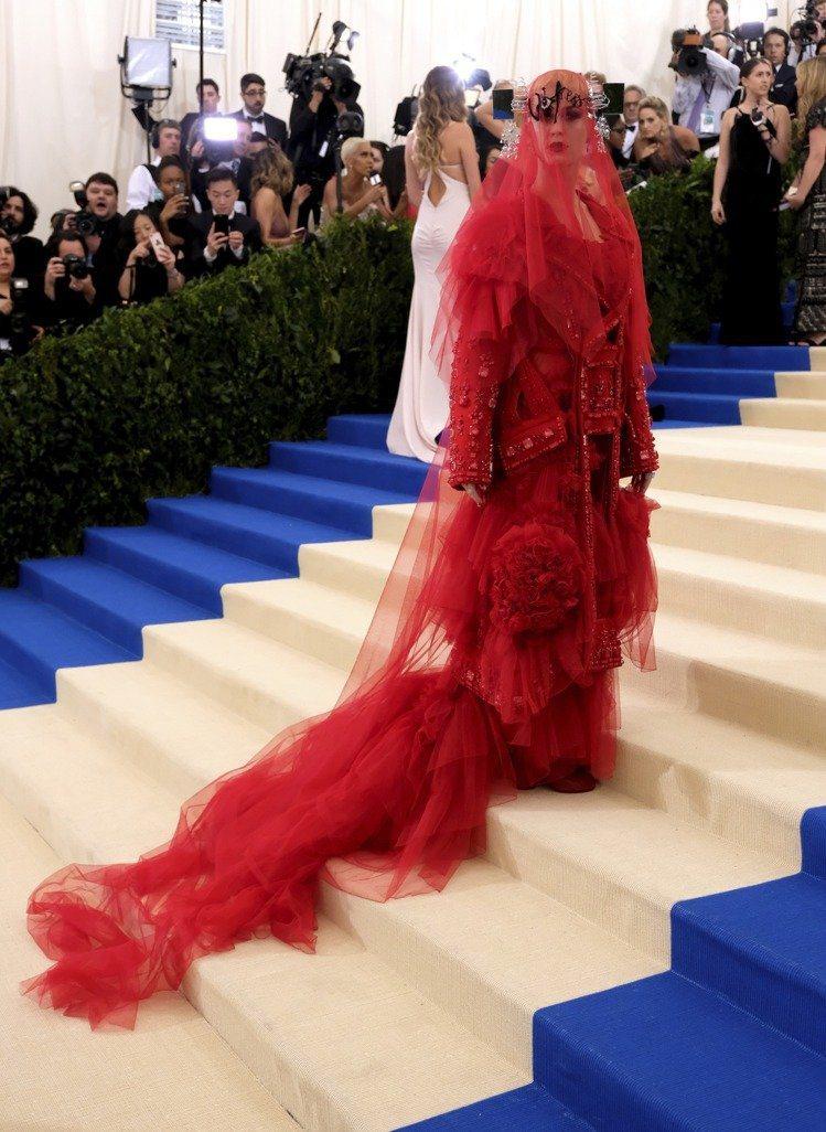 2017凱蒂佩芮的造型也有豪華版鬼新娘的封號。圖/美聯社