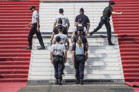坎城影展(Cannes film festival)主辦單位今天表示,影展紅毯上,將有約100名頂尖女演員和女導演發起抗爭行動,支持「#我也是」(#MeToo)運動、向性騷擾宣戰。正如影業其他角落,...