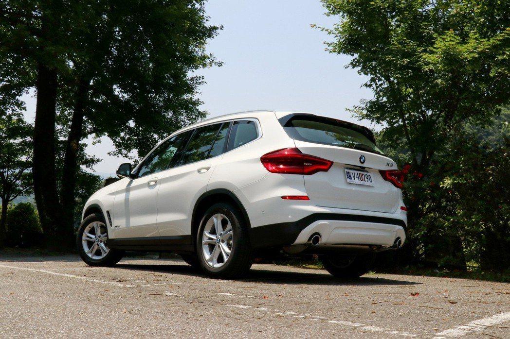 BMW X3 xDrive20i在外型上較其他車型來得較為素雅。 記者陳威任/攝影