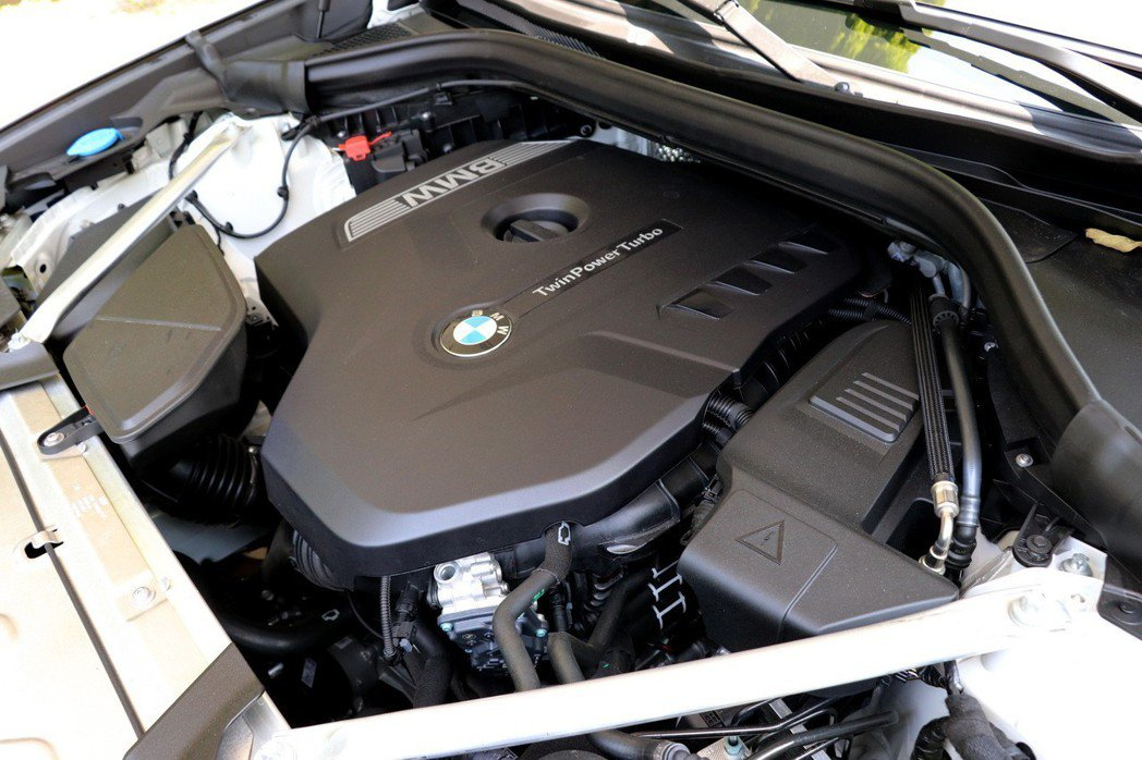 BMW X3 xDrive20i搭配2.0升直列四缸渦輪引擎,最大動力輸出為184hp/29.6kgm。 記者陳威任/攝影