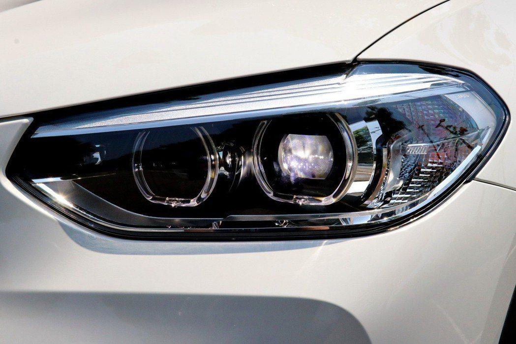 配備LED主動式轉向頭燈、LED日行燈及LED霧燈。 記者陳威任/攝影