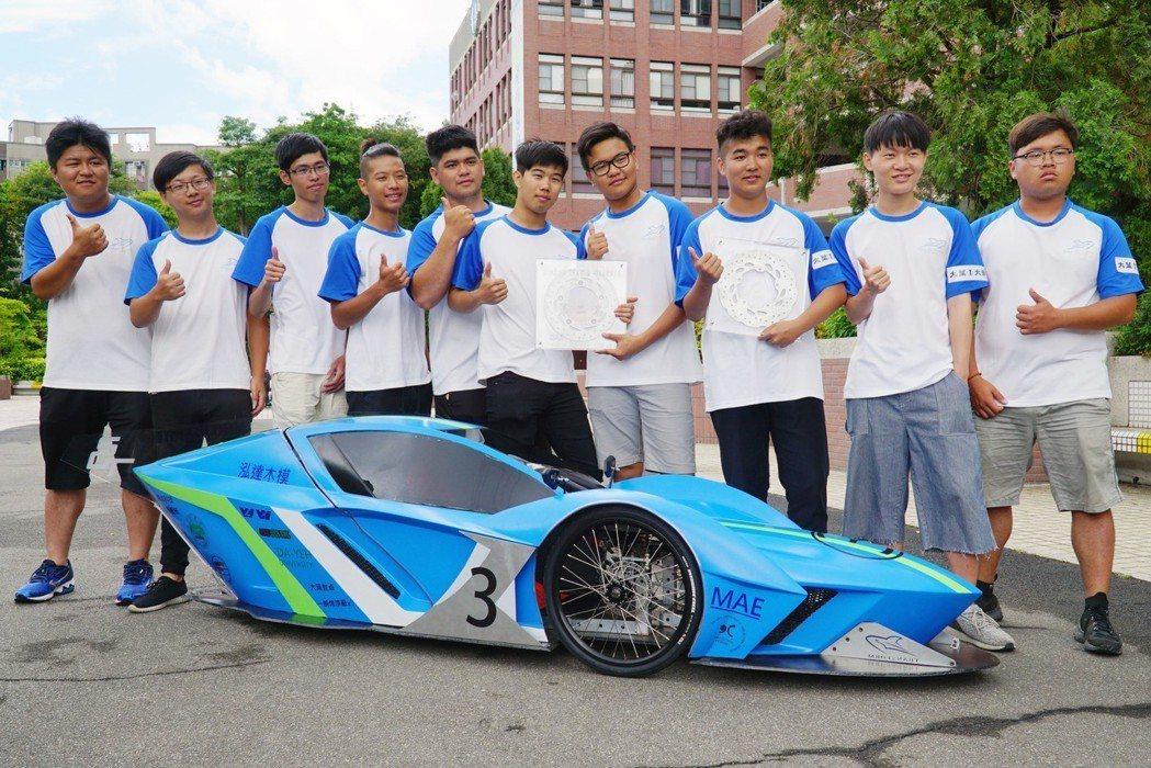 機械系Transform車隊榮獲電動車競賽亞軍、車輛製作靜態競賽亞軍。 大葉大學...
