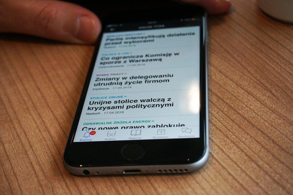 《政治洞察》講求深入、精闢分析波蘭政經情勢,讓訂戶一天僅花12至15分鐘就能掌握該天大事。 圖/作者自攝