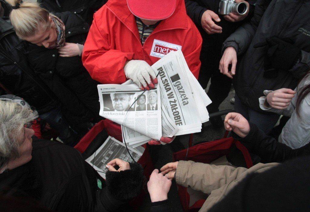 自波蘭右翼政黨「法律與正義黨」上台,許多政治立場相左的媒體,遭政府大幅削減廣告業務與訂閱量而陷入營運困境。《選舉報》更是首當其衝。 圖/歐新社