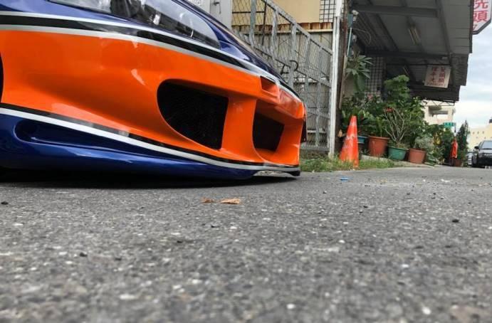 改車車主炫「低就是美」?網笑:在台灣上路根本掃地機!
