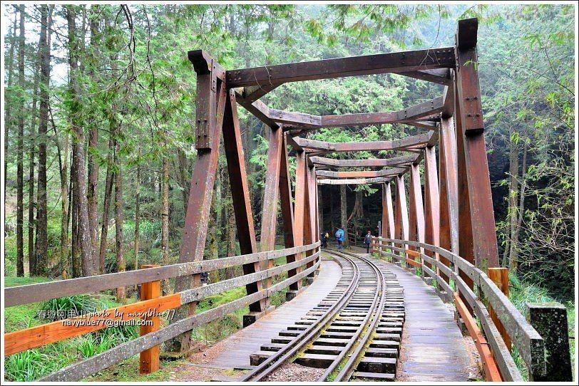 ↑仿古木棧橋是水山線的地標建築,長度19.6公尺,造型十分優美。