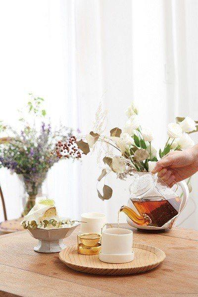 巴黎茶180元(右)/香濃的紅茶中帶有淡淡果香,以及焦糖、香草、牛奶糖、黑加侖的...