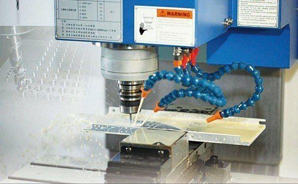 圖3 : 高速攻牙機:直立式數控操作介面搭配高速永磁主軸馬達,適用在高速攻牙機上...