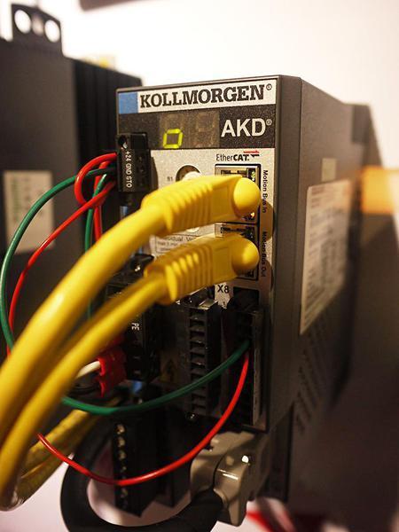 圖1 : 工業乙太網路如何達到穩定地即時傳輸,是目前各個工業通訊廠商都在強化的技...