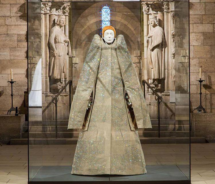 「Heavenly Bodies: Fashion and the Cathol...