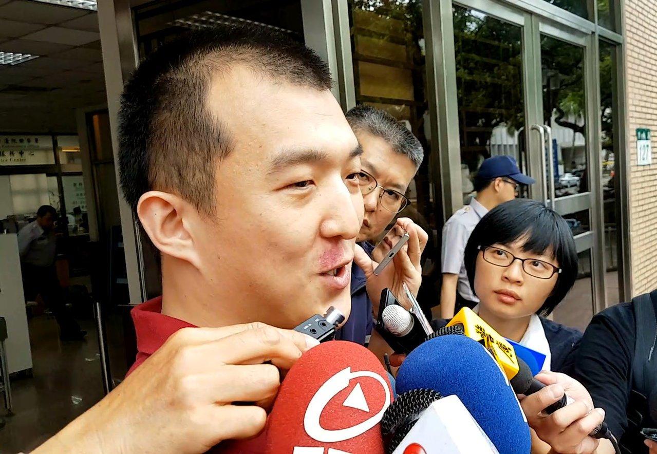 涉共諜案的周泓旭今重獲自由,他表示「一定會爭取自己的清白」。記者王宏舜/攝影