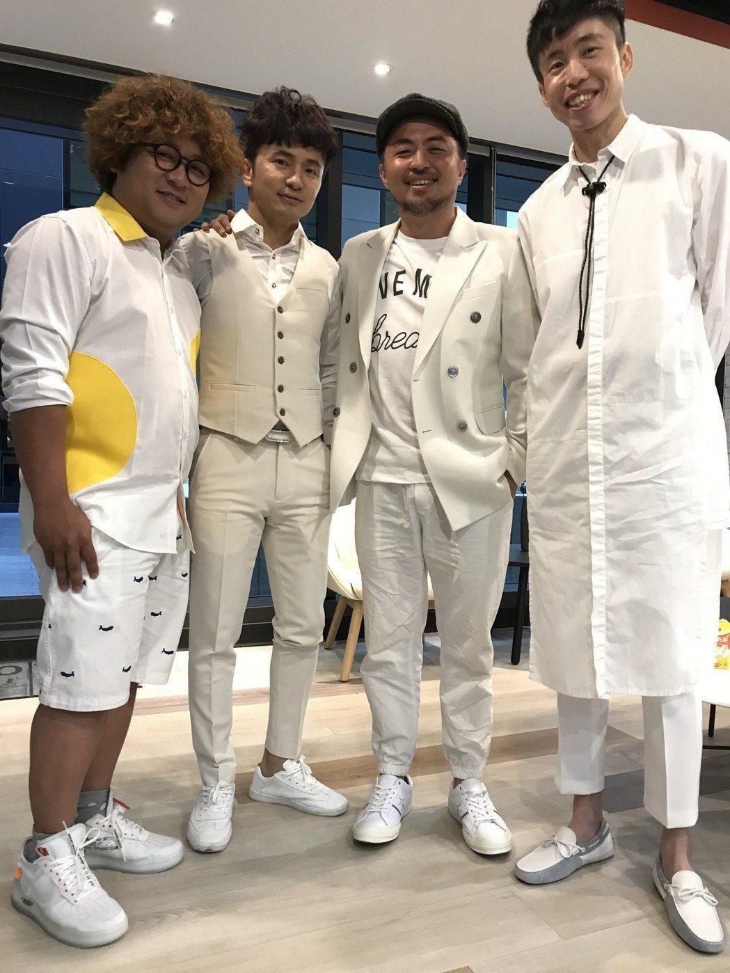 當年「全民」系列製作人陳志鴻(右起)、「大學生了沒」製作人梁庭豪、藝人從從和納豆...
