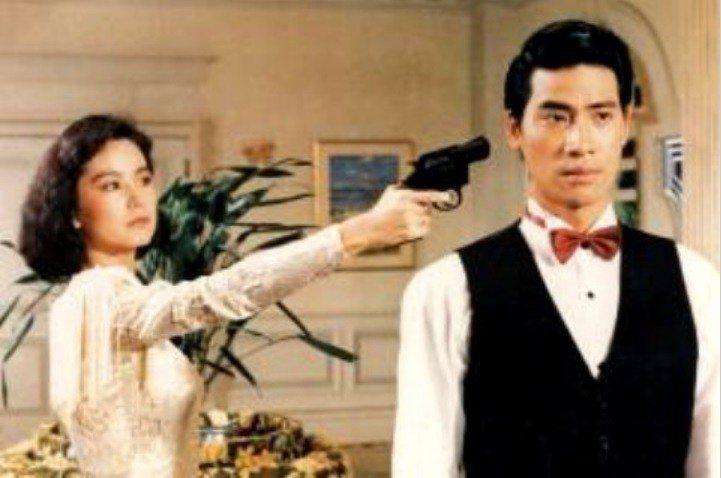 林青霞在「旗正飄飄」與翁家明有對手戲。圖/摘自HKMDB