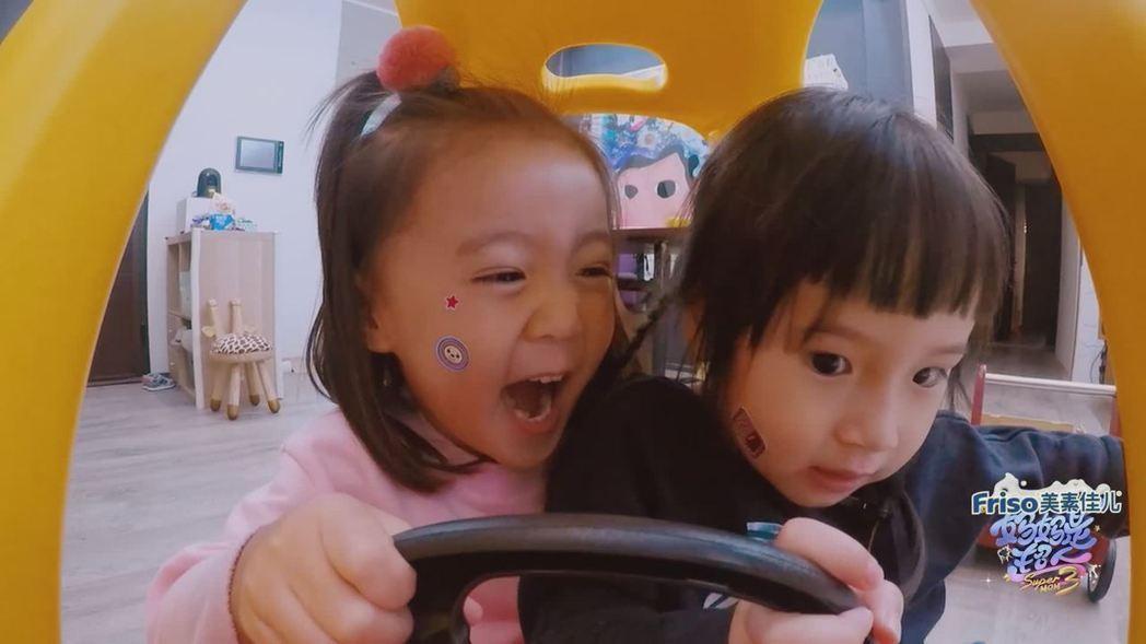 咘咘(左)與Mia很快就和好如初。圖/擷自愛奇藝
