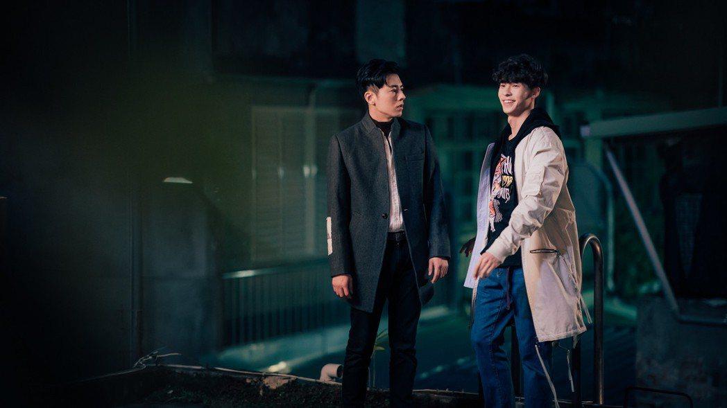 李國毅(左)帶許光漢穿越回到4隔月前。圖/歐銻銻娛樂提供