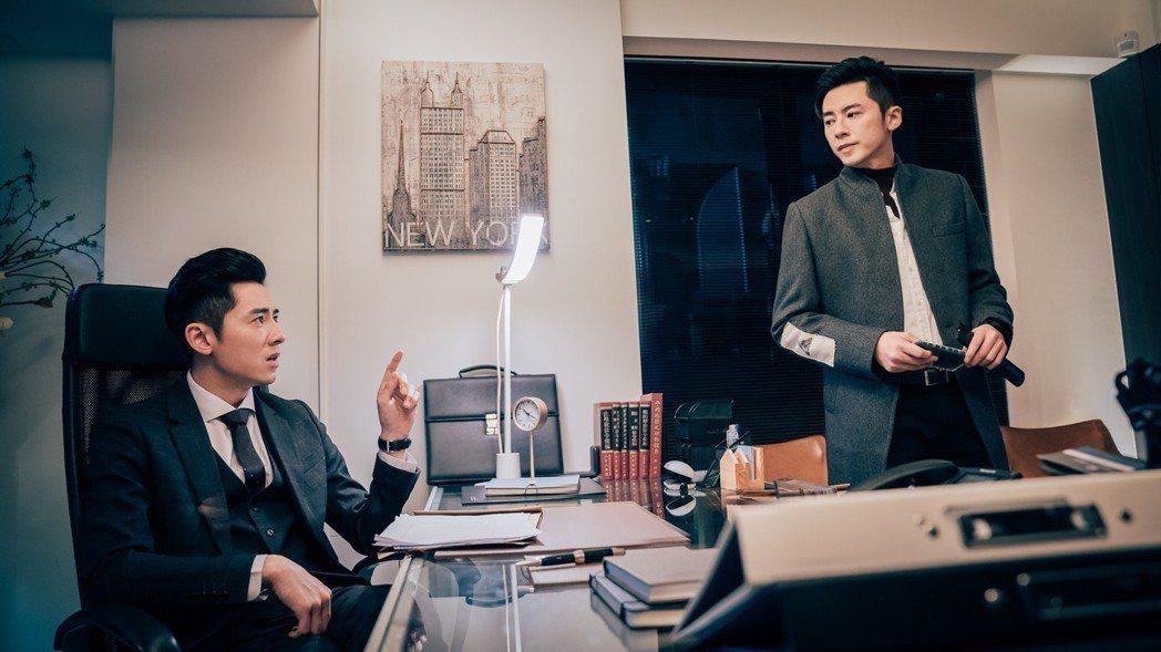 李國毅跟自己對戲。圖/歐銻銻娛樂提供