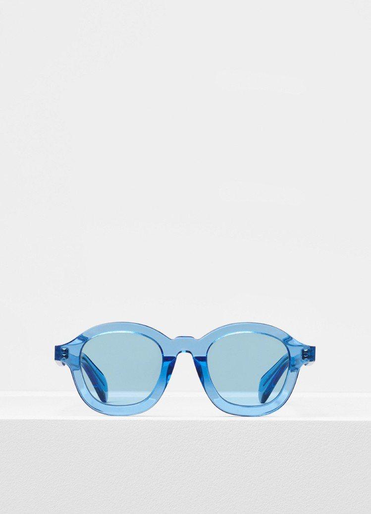 Celine Round透明藍太陽眼鏡,約11,250元。圖/Celine提供
