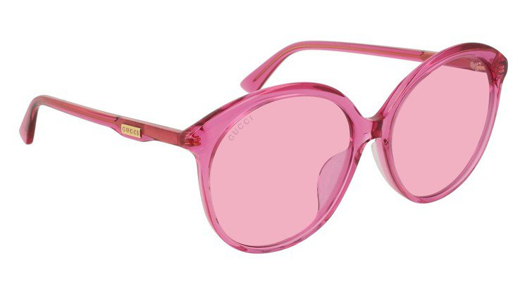 Gucci純色膠框墨鏡,約9,765元。