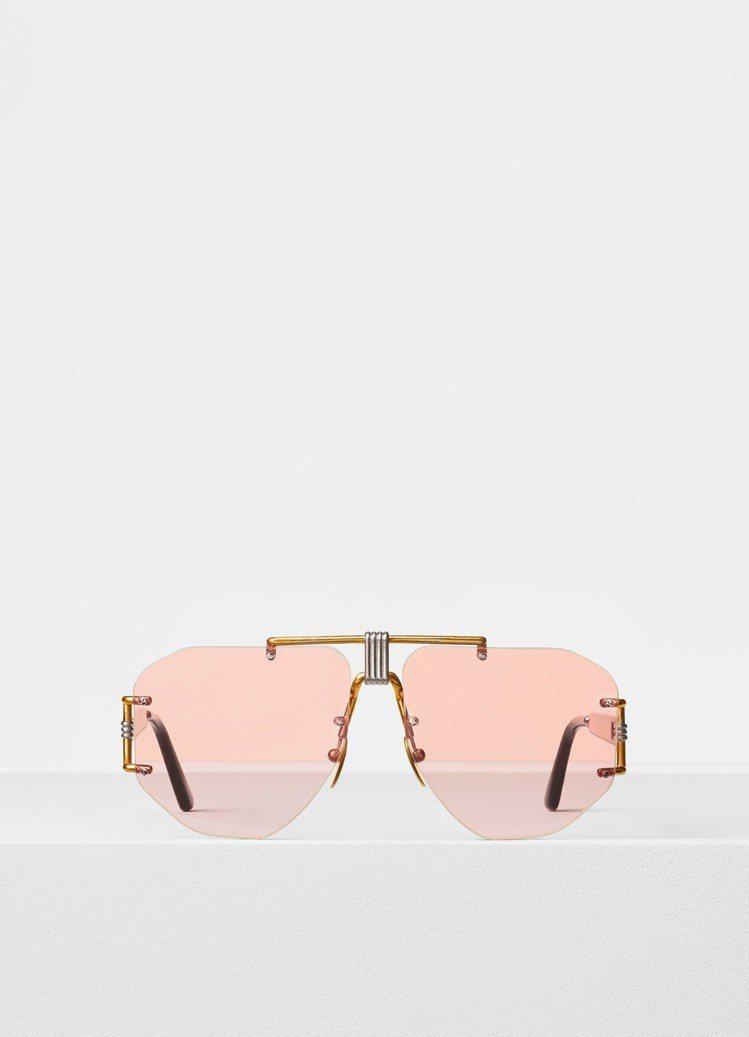 Celine Aviator透明粉太陽眼鏡,約22,900元。圖/Celine提...
