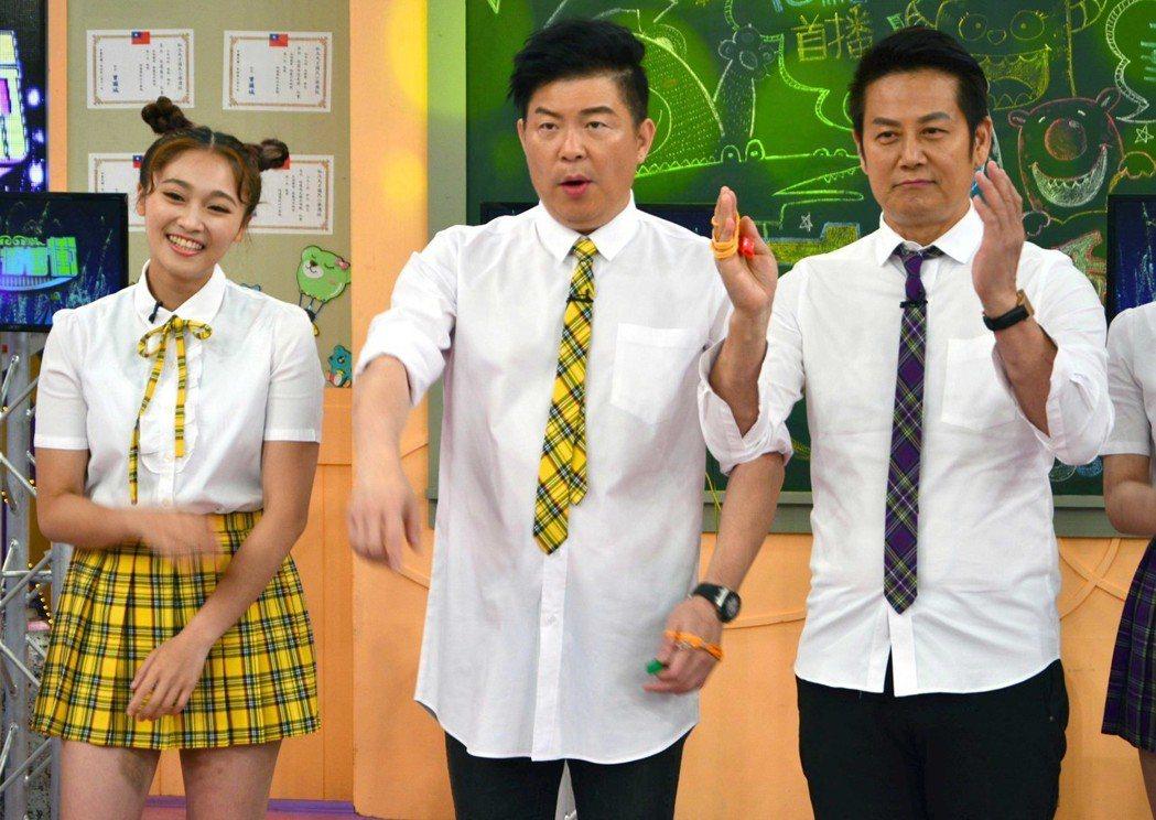 徐乃麟(右起)、曾國城和張文綺是華視「天才衝衝衝」主持班底。圖/華視提供
