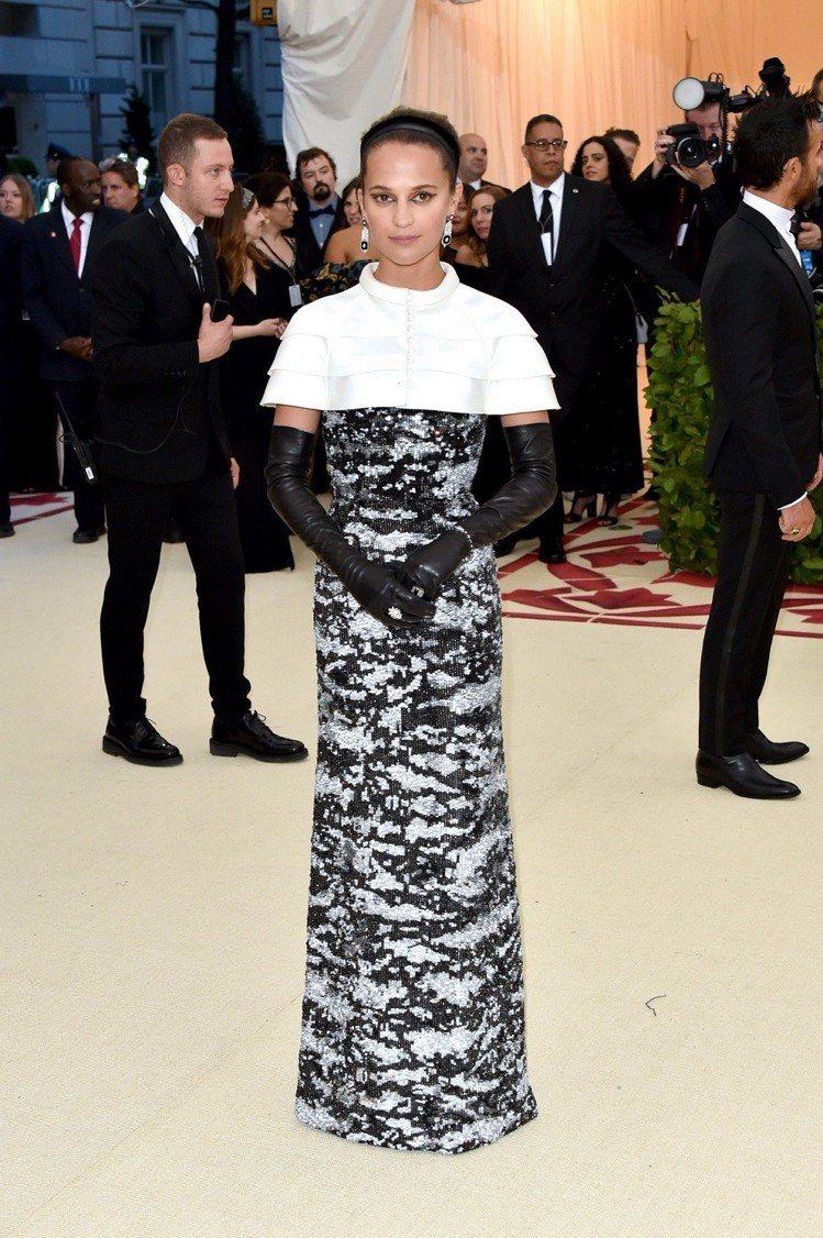 艾莉西亞維坎德身穿路易威登秋冬裝出席Met Gala。圖/LV提供