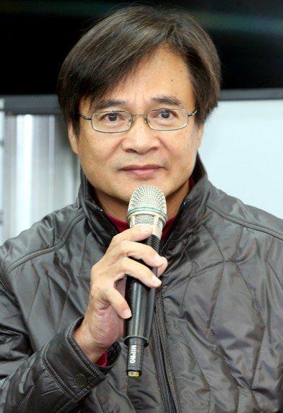 台北市民政局長藍世聰說,柯綠是合是分黨中央決策尚未出爐,未來他勢必也會做出選擇。...