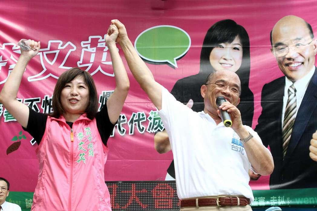 台北市政府副秘書長李文英(左)協助柯P搶攻婦女票,圖為李2010年參選台北市議員...