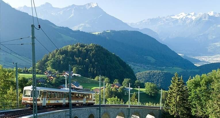 瑞士住宿中學環境湖光山色  林肯企管/提供