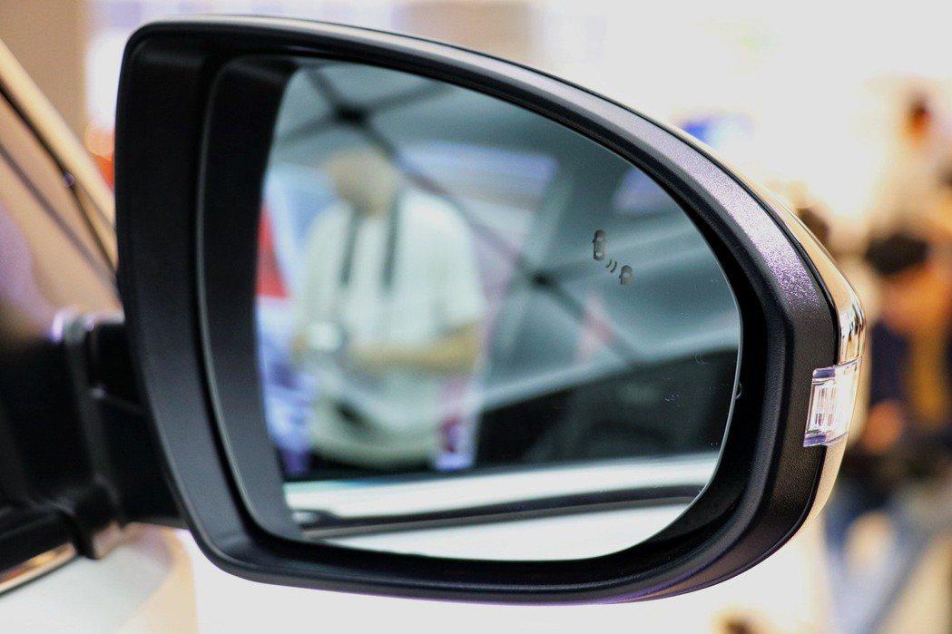 UCSON賽道限量版更將BSD盲點偵測警示系統、LCA車道變換後方警示系統與RC...