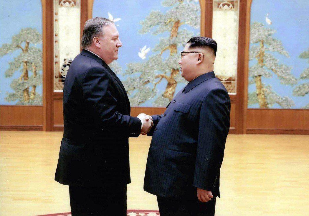 在金正恩結束訪中後,美國國務卿蓬佩奧也應邀在9日飛抵平壤,針對被拘留在北韓的美籍...