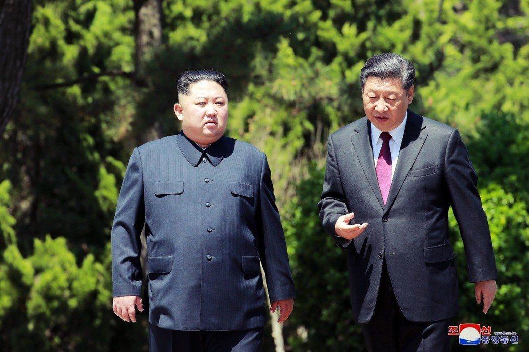 北韓領袖金正恩5月7號二度閃電造訪中國,乘坐飛機前往大連與中國國家主席習近平會晤...