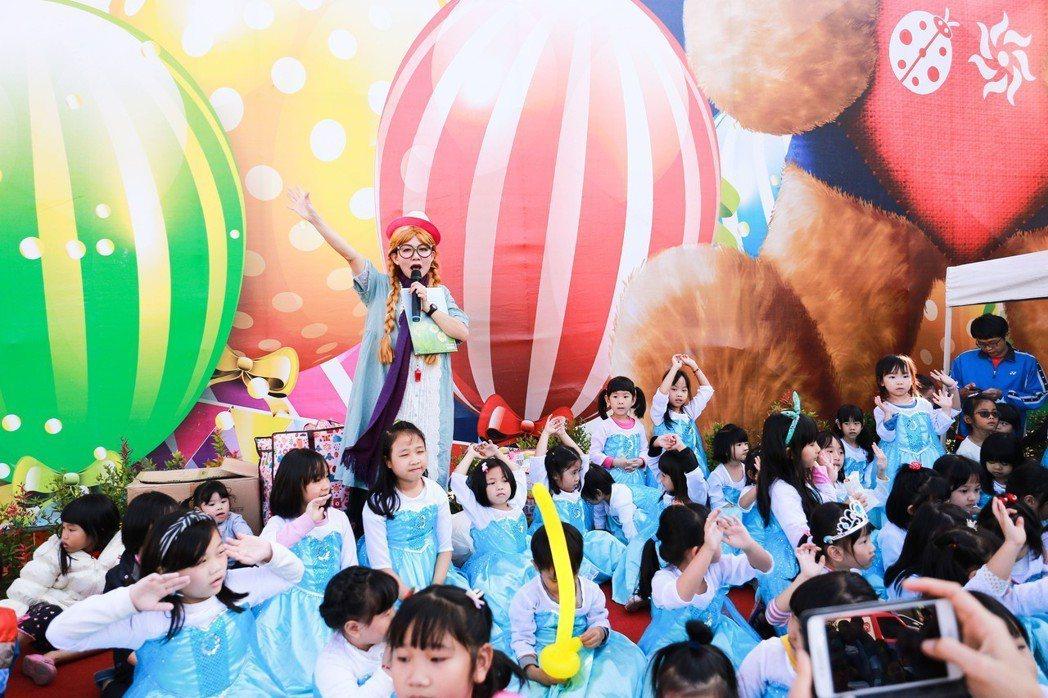 艾莎公主大集合,讓小女孩們一圓公主夢。 攝影/張世雅