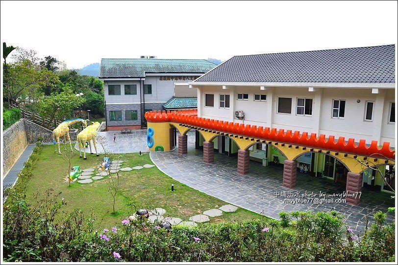 ↑由中埔遊客中心小丘步道上可下瞰遊客中心及附近同仁村及深坑聚落。