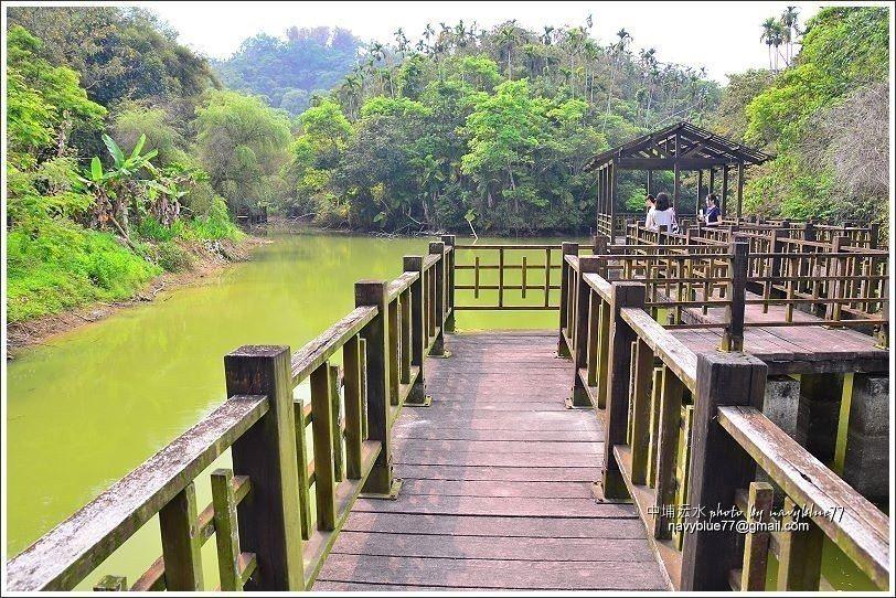 ↑鹿角埤中央有一座曲橋,盡頭是觀湖平台。