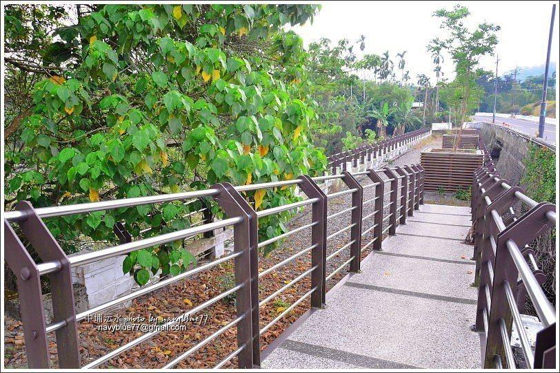 ↑行旭橋南側的觀景遊憩區。