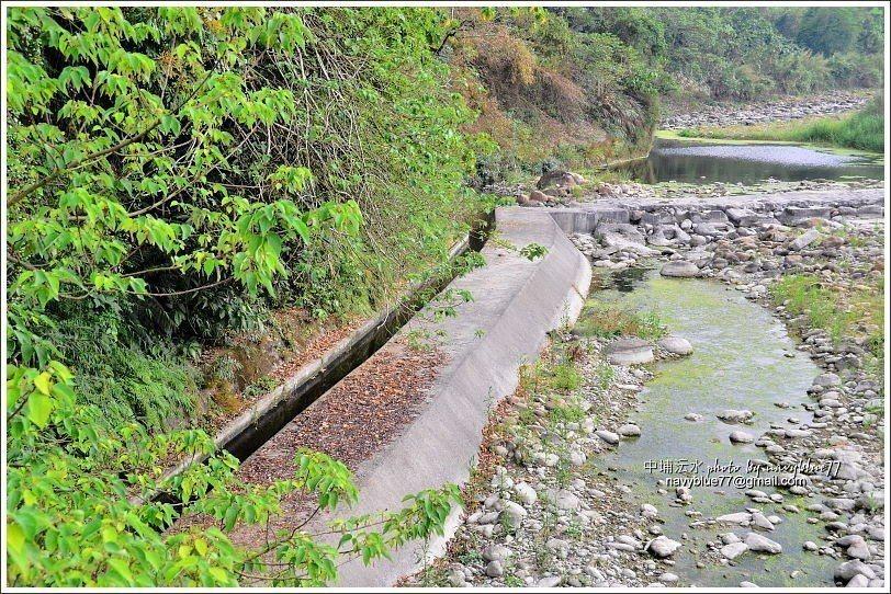 ↑澐水溪在此段有一條小攔沙壩,旁有魚梯。