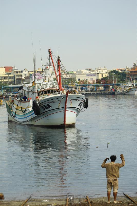 漁船進港修繕,是日復一日的漁村尋常風景。