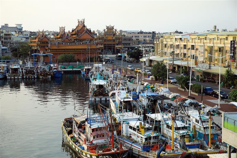 傍海而建的廟宇多奉祀媽祖、王爺等神明,是漁民重要的心靈寄託。