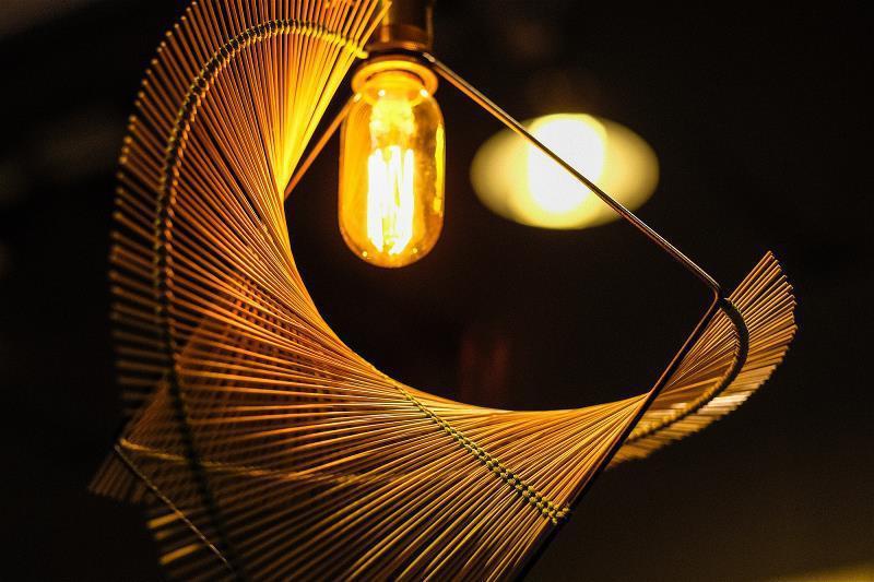 結合工藝與設計的浪草燈在國際上發亮。