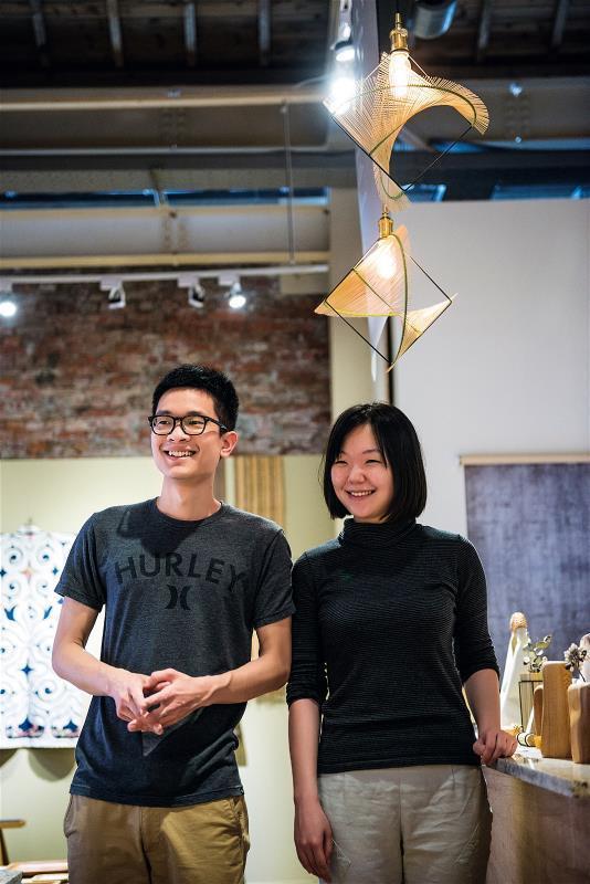 劉立祥(左)和張雲帆(右)嘗試用設計為 傳統工藝找出路、再創生。