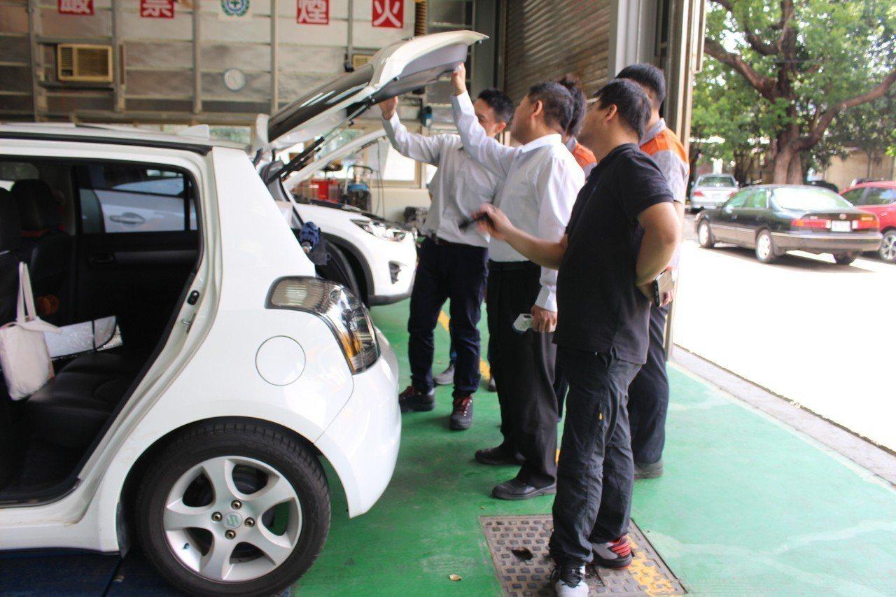 光復中學汽車科首創「中古車查定實務」課程,讓學生未來有不同的就業方向。記者張雅婷...