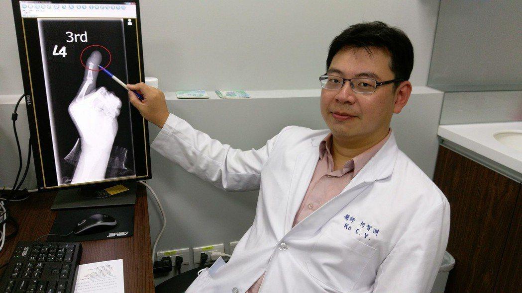 長安醫院骨科醫師柯智淵呼籲,身上若有一些傷口,短暫性換藥沒明顯改善時,應該要到醫...