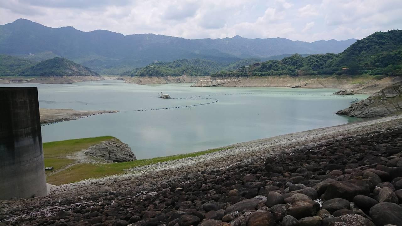 兩天以來曾文水庫下了33毫米的雨量,估挹注水庫205萬噸,但約僅是台南地區4天用...