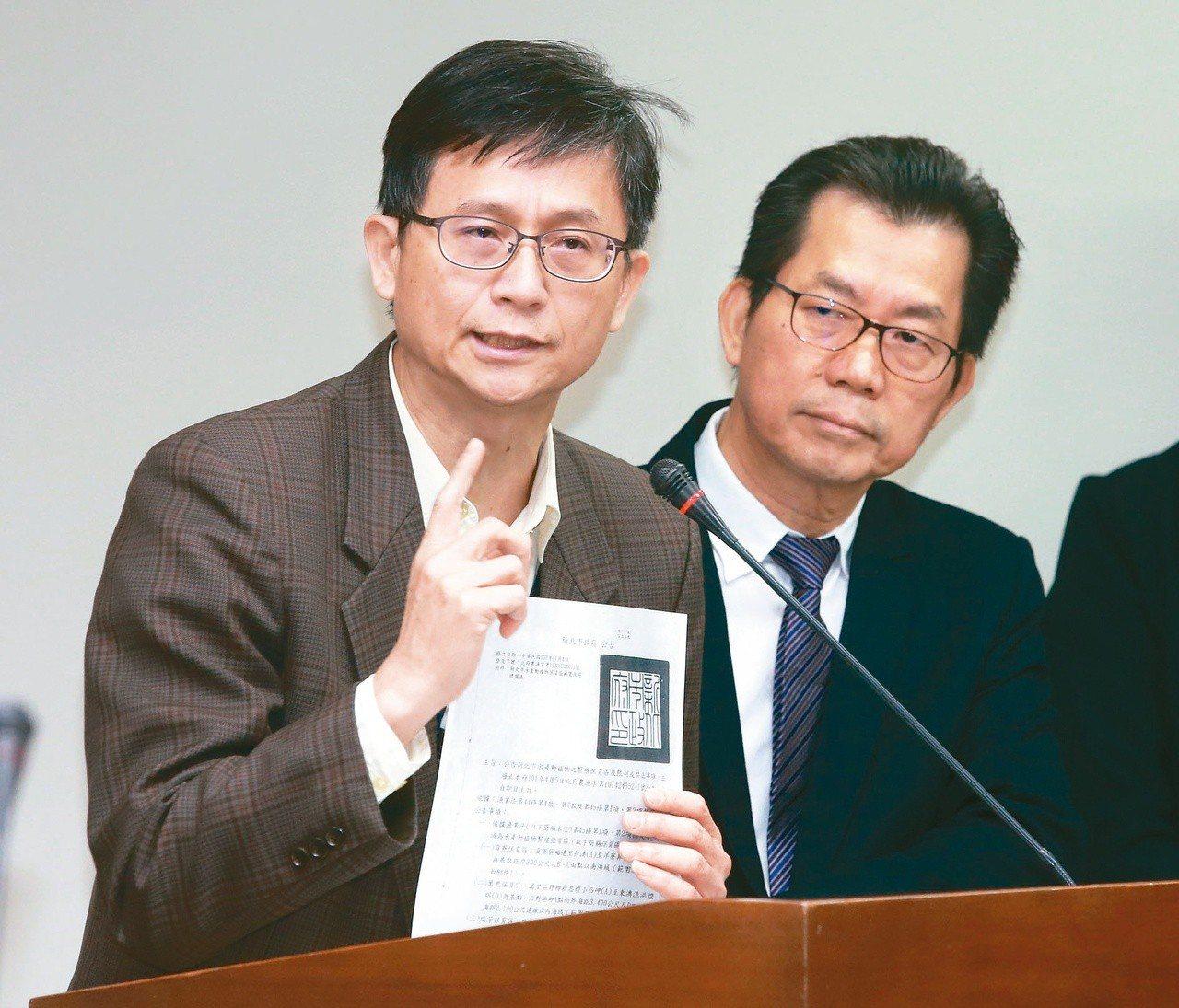 環保署副署長詹順貴(左)。聯合報系資料照/記者黃義書攝影
