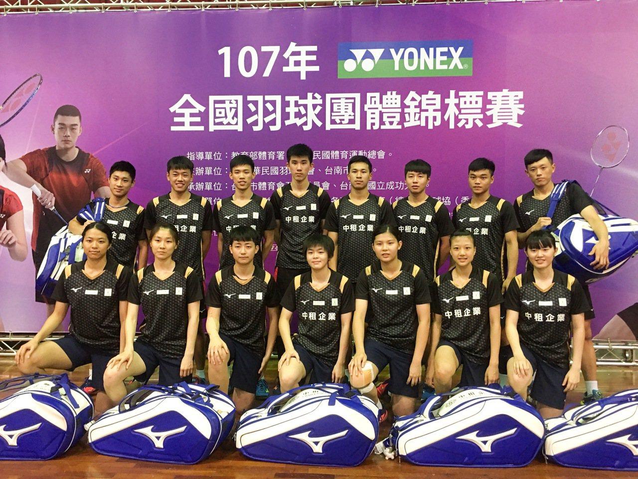 中租企業羽球隊首度組隊參加全團賽。 記者曾思儒/攝影