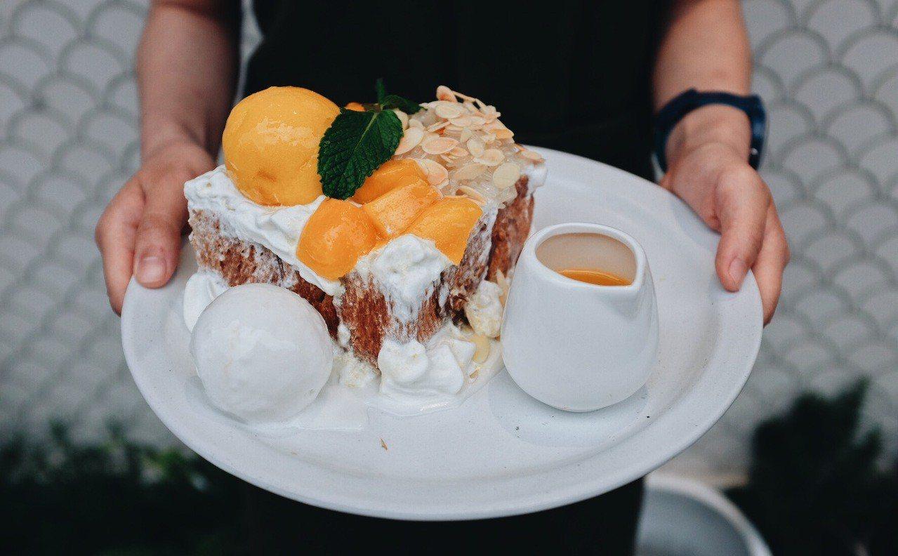 香芒糯米蜜糖吐司,分享版售價300元。記者沈佩臻/攝影